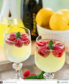 Tuindesign: 20 Geweldige ideeën voor een tuinfeest! lemon drink met bevroren frambozen