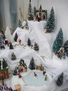 Retro Christmas, All Things Christmas, Christmas Time, Christmas Wreaths, Christmas Tree Village, Christmas Villages, Flower Centerpieces, Xmas Decorations, Holiday Decor