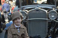 www.hoyonline.tv/ Moda Vintage en el Rally de coches antiguos Barcelona-Sitges (Fotos de HoyModa.TV)