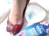 """Você calça o sapato, ele cabe mas está """"comendo seu pé"""" O couro parece ressecado, duro . Façam e comprovem a maravilha que é essa dica que me foi passada por minha querida Ana Cristina do salão Shalom de Jardim da Penha. É infalível! Testada e aprovada.! PASSE A MISTURA DE 1 COLHER DE AMACIANTE +…"""