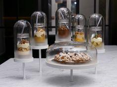 Cake Shop Design, Coffee Shop Design, Bakery Interior, Shop Interior Design, Retail Design, Pastry Design, Decoration Vitrine, Cute Food Art, Cake Bars