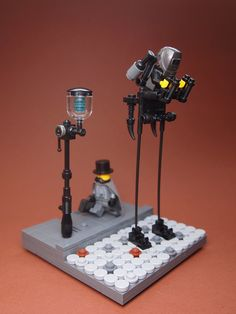 Inspired by Tallboys (Dishonored), I've built my own policeman for stimpunk town Lego Creations Instructions, Cool Lego Creations, Robot Lego, Lego Mecha, Steampunk Lego, Lego Halloween, Lego Machines, Lego Creative, Diy Crafts For Kids Easy