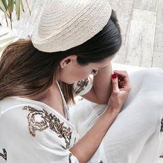 E L E G A N C I A 🍃 #disoñandobodas #disoñando #wedding #bodas #tocado #invitada #guest #bride #novias #moda #invitadaperfecta #style #estilo #fashion #elegante