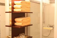 Badezimmer im AKZENT Hotel Oberhausen Das Hotel, Restaurant, Towel, Recovery, Full Bath, Diner Restaurant, Restaurants, Dining