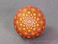 Piedra de Mandala mano pintada por AnastasiaHelten en Etsy