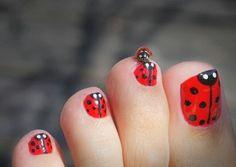 Nails daily: Focus Toenails.Ladybug