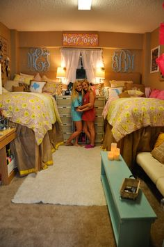 Ole Miss Dorm Room- Martin Hall LOVE those state pillows
