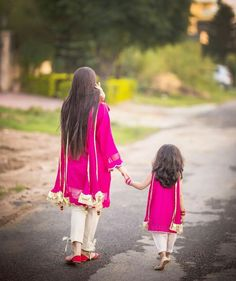 Dpz for girls Mom Daughter Matching Dresses, Mom And Baby Dresses, Mother Daughter Pictures, Mother Daughter Fashion, Dress Over Pants, Muslim Women Fashion, Cute Girl Poses, Kurti Neck Designs, Stylish Girl Pic