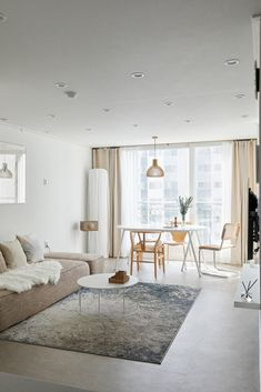 Condo Interior Design, Home Room Design, Apartment Interior, Apartment Design, Living Room Interior, Living Room Designs, Living Room Decor, Japanese Living Rooms, Small Apartment Living