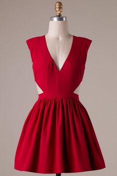 Sleeveless V neck skater dress with cut out sides and padded shoulders. Semi Zipper .Lining