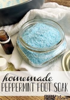 Awe…how would you like to treat your feet to a luxurious relaxing soak after a long hard day? You are only four ingredients away from making this Peppermint Scented Homemade Foot Soak. This homemade foot soak makes a great DIY gift as well. Homemade Foot Soaks, Diy Foot Soak, Homemade Soaps, Homemade Foot Scrubs, Foot Detox Soak, Homemade Pedicure, Pedicure Soak, Pedicure Nails, Entspannendes Bad