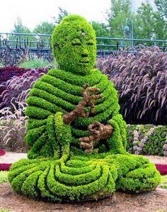 Escultura de Buda em arbustos no Jardim - The Buddha, Montreal Botanical Garden, Canada Amazing Gardens, Beautiful Gardens, Beautiful Flowers, Montreal Botanical Garden, Botanical Gardens, Botanical Art, Formal Gardens, Outdoor Gardens, Unique Garden