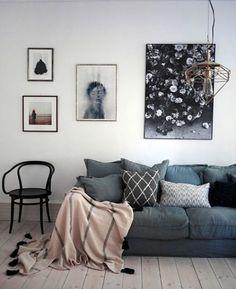 Com o frio e a chuva lá fora, uma sala dessa cai super bem, não acham?    {foto via Pinterest} #cdasalas #salaestar #living