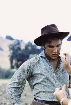 "presley-elvis: ""Elvis Presley while on the set of Love Me Tender, "" Elvis Presley Movies, Elvis Presley Photos, Elvis Love Me Tender, Are You Lonesome Tonight, Lisa Marie Presley, Priscilla Presley, Rhythm And Blues, It Goes On, Princesses"