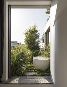A Factory Rooftop Turned Lush Penthouse Garden (The Design Files) Penthouse Garden, Landscape Design, Garden Design, Outdoor Bathtub, Outdoor Showers, Douche Design, Rooftop Design, Rooftop Terrace, Rooftop Decor