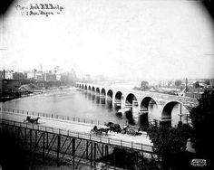The Stone Arch Bridge below St. Anthony Falls, Minneapolis, with the old Tenth Avenue bridge in the foreground, c. 1905. Photo: Minnesota Historical Society Photograph Collection.
