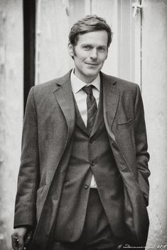 Endeavour Tv Series, Endeavour Morse, Inspector Lewis, Inspector Morse, Shaun Evans, Attractive People, Gossip Girl, Good Movies, Pretty People