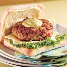 Burgers de dindon, sauce mayo-pesto - Soupers de semaine - Recettes 5-15 - Recettes express 5/15 - Pratico Pratique