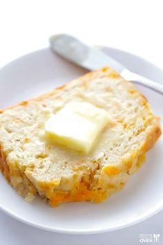 Garlic Cheddar Beer Bread | gimmesomeoven.com #recipe