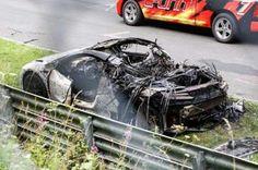 Прототип Acura NSX сгорел во время испытаний в Нюрбургринге. Компания Acura проводит дорожные испытания своего нового прототипа NSX. Модель загнали на автодром в Нюрбургринге, где она должна была показать всё, на что способна. В какой-то момент испытаний очевидцы замети