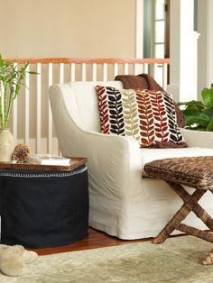 How to Make an Upcycled Ottoman with a Blanket and Wooden Spool >>> http://www.diynetwork.com/decorating/how-to-make-an-ottoman-from-a-wood-spool-and-an-old-blanket/pictures/index.html?soc=pinterest
