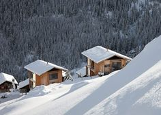 Award-winning Swiss architect Peter Zumthor has designed two neighboring wood cabin homes in the picturesque mountain village of Leis in Vals. Peter Zumthor, Vanity Fair España, Therme Vals, Fairytale Cottage, Winter Cabin, Cabin In The Woods, Casa Real, Lodge Style, Chalet Style