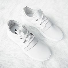 Spring Sneakers Sun's out in Stockholm which means I'll finally be able to wear my crispy white sneakers #sofreshandsocleanclean #adidasoriginals #tubularviral