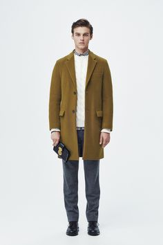 #21 Coat:TOMORROWLAND/¥59,400 Knit:TOMORROWLAND tricot/¥49,680 Shirt:TOMORROWLAND/¥16,200 Pants:TOMORROWLAND/¥19,440 Bag:TOMORROWLAND/¥39,960 Shoes:Crockett & Jones/¥86,400