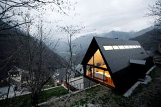 House in the Pyrenees par Cadaval & Solà-Morales (Would fit right in the Banff-Jasper area of the Rockies, too)