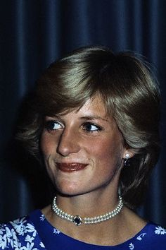 May Princess Diana attending the Piper Champagne National Hunt Awards at the Dorchester Hotel where Prince Charles presented awards for outstanding feats of horsemanship in the National Hunt Season Lady Diana Spencer, Real Princess, Princess Of Wales, Charles And Diana, Prince Charles, Princess Diana Jewelry, Diana Fashion, Royal Fashion, Isabel Ii