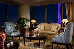 The Club Lounge at The Ritz-Carlton,Guangzhou has a magnificent Canton Tower view.
