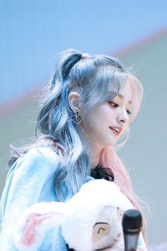 Ulzzang Korean Girl, Cute Korean Girl, Asian Girl, Kpop Girl Groups, Korean Girl Groups, Kpop Girls, Cool Girl, My Girl, Loona Kim Lip