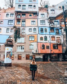 Austria in Vienna in Hundertwasserhaus by Julie Cool Places To Visit, Places To Travel, Places To Go, Bucket List Europe, Travel Around The World, Around The Worlds, Copenhagen Travel, Austria Travel, Wanderlust