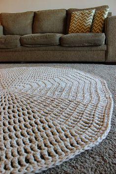 Most current No Cost quick Crochet rug Popular Thick and quick crochet rug… Free pattern! Crochet Doily Rug, Crochet Rug Patterns, Knit Or Crochet, Free Crochet, Crochet Potholders, Crochet Things, Crochet Afghans, Crochet Stitches, Crochet Home Decor