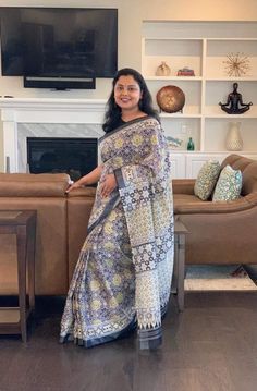 Bengal Looms Diva: Madhumita from North Carolina looking absolutely gorgeous in her Ajrakh Block Print Linen Cotton Saree from Bengal Looms. Thank you Madhumita for sharing beautiful pictures with us.