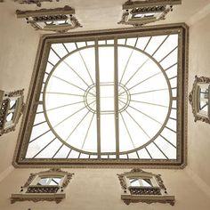 """""""Uno de los principales objetivos de la educación debe ser ampliar las ventanas por las cuales vemos al mundo"""" - """"One of the chief objects of education should be to widen the windows through which we view the world"""" - Arnold H. Glasow"""