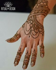 Hey Bay Area babes.... I'll be announcing a day at SparkleSF nails. ❤ Stay tuned. Love working next to @superflynails @sfnoma @shakiranailedit @nailjerks @pizzaperfectnails @wildheartbeauty ⭐The best nail art in the Bay!!⭐ Who's interested? #henna #nailart #hennaart #mehndi #hennabodyart #hennatattoo #bayareahenna #sanfrancisco