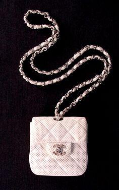 ~ quintessial CHANEL purses- like everwhere! Chanel Purse, Chanel Handbags, Purses And Handbags, Coach Handbags, Beautiful Handbags, Beautiful Bags, Chanel Fashion, Fashion Bags, Coco Chanel