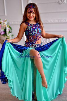 Fotos de Костюмы для восточных танцев ДЕТСКИЕ!!! | VK Girls Dance Costumes, Belly Dance Costumes, Dance Outfits, Dance Dresses, Girls Dresses, Girly Girl Outfits, Cute Little Girl Dresses, Beautiful Little Girls, Preteen Girls Fashion