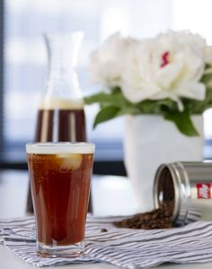 illy Cold Brew Soda: Fill cup with ice, add MonoArabica Brazil, seltzer water and vanilla syrup. Alcoholic Drinks, Beverages, Vanilla Syrup, Italian Coffee, Espresso Coffee, Cold Brew, Coffee Drinks, Drinking Tea, Empty