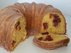 O Bolo de Fubá com Goiabada fica fofinho, saboroso e a goiabada se espalha uniformemente pelo bolo, deixando-o perfeito. Anote a receita!