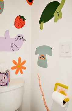The Dusen Dusen designer gives a tour of her colorful apartment. Kids Room Murals, Wall Murals, Wall Art, Bathroom Kids, Bathroom Mural, Washroom, Colorful Apartment, Circle Rug, Home Look