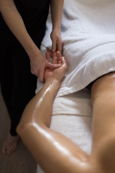 Massage Suédois 60 minutes – 49€   Uniquement sur rendez-vous au 07 85 97 57 03. A bientôt.