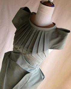 Fabric Manipulation design techniques Women's Dress More Unique Fashion, Fashion Details, Diy Fashion, Fashion Looks, Draping Techniques, Fabric Manipulation Techniques, Fabric Manipulation Tutorial, Fashion Sewing, Fashion Fabric