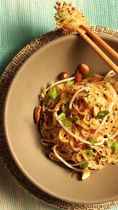 Craving Thai Food, but need a Raw, Vegan alternative? This pad thai recipe is almost easier than calling for take-out. It