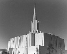 Mormon Temple Jordan River Utah / http://livinglds.com/mormon-temple-jordan-river-utah-2/