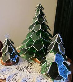 Christmas via:  Jewelry & Glass by Joyce  -  http://442glenwoodavenue.us/Gallery/Seasonal/Christmas/Christmas.html