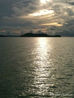The islands of the Andaman Sea, Thailand. Read more: http://www.thelostlemurian.com/sundaland/
