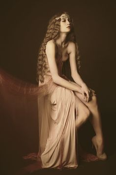 mixture of elf queen, vampire and roaring 20's...pondering silence but second to none...i love her =)