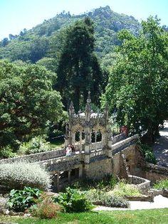 Quinta da Regaleira, Sintra #PORTUGALmilenar    oohh wouldn't a mini one of these along our path be fun?